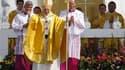 Benoît XVI a appelé dimanche les jeunes catholiques réunis lors des JMJ à Madrid à diffuser la parole de l'Evangile auprès de ceux qui cherchent des valeurs autres que celles de la société contemporaine. /Photo prise le 21 août 2011/REUTERS/Susana Vera