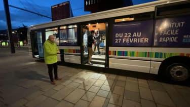 Un bus va circuler toute la semaine à Saint-Étienne pour proposer un nouveau genre de test salivaire à la population.