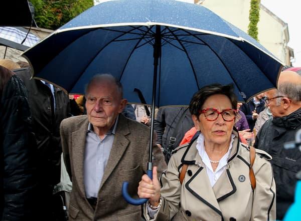 Pierre et Viviane Lambert, à l'entrée du CHU de Reims, le 19 mai 2019.