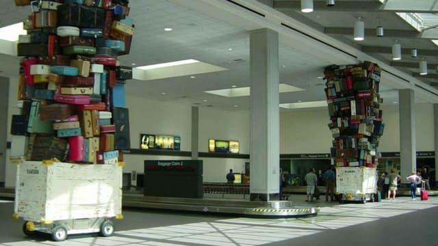 Les bagagistes sont oupçonnés d'avoir dérobé entre 2008 et 2011 des espèces, des ordinateurs, des parfums ou encore montres de luxe et vêtements de marques. (Photo d'illustration)