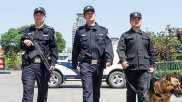 Des policiers chinois en patrouille le 12 mai 2014 à Pékin (illustration)