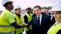 """Nicolas Sarkozy à Nice sur le chantier de construction du nouveau stade. Le chef de l'Etat a dramatisé mardi les enjeux du Conseil européen de dimanche, où France et Allemagne doivent présenter une solution """"durable et globale"""" à la crise de la zone euro,"""