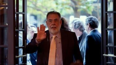 En découvrant la borne de Short Edition, Francis Ford Coppola a envoyé un mail, puis s'est rendu à Paris pour découvrir ce distrbuteur d'histoires courtes qu'il veut installer dans son bar californien.