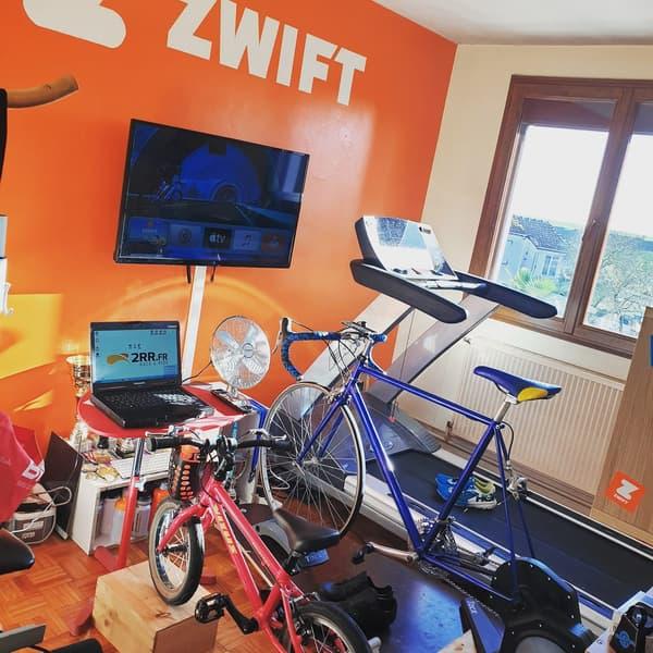 Jean-Baptiste Messant a installé une salle de cyclisme familiale dans son appartement