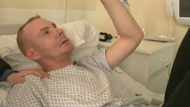 Manuel à l'hôpital.