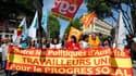 Des milliers de personnes ont commencé à défiler mardi à travers toute la France (comme ici à Marseille) pour dire non à l'austérité imposée selon eux par l'Union européenne et réclamer une véritable politique de croissance, à cinq jours du second tour de