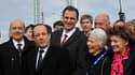 François Hollande, en compagnie du maire de Bordeaux Alain Juppé, du président de la communauté urbaine de Bordeaux (CUB) Vincent Feltesse (au centre), de Micheline Chaban-Delmas, veuve de Jacques Chaban-Delmas et de la ministre déléguée chargée des Perso
