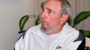 Invisible depuis qu'il est tombé malade et qu'il a cédé le pouvoir à son frère Raul il y a quatre ans, Fidel Castro a fait sa première apparition en public en rendant visite cette semaine à un centre scientifique de La Havane. /Photo prise le 7 juillet 20