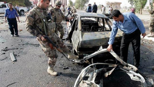 A Kirkouk, dans le nord de l'Irak, où deux voitures piégées ont explosé jeudi au passage de patrouilles de police, faisant quatre morts et 24 blessés. Une série d'attentats ont frappé jeudi matin Bagdad et plusieurs villes d'Irak, faisant au moins 24 mort