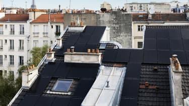 Couplée à une rénovation thermique et à une gestion intelligente des consommations, 90 mètres carrés de panneaux photovoltaïques ont été installés sur le toit d'une copropriété privée au cœur de Paris.