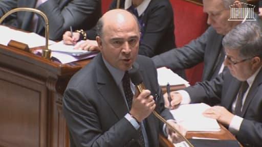Lors des questions au gouvernement, Pierre Moscovici a accusé à mots couverts Jean-François Copé de cumuler son activité de député avec celle d'avocat d'affaire.