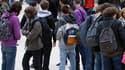 Les proviseurs de lycées et les principaux de collèges les plus performants auront bientôt droit à une prime pouvant aller jusqu'à 6.000 euros tous les trois ans, selon le ministre de l'Education nationale, Luc Chatel. /Photo d'archives/REUTERS/Charles Pl