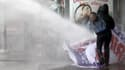 La police utilise des canons à eau contre les manifestants à Ankara, le 1er juin 2014.