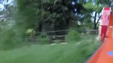 Une petite caméra type GoPro sur une voiture miniature et le tour est joué!