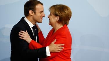 """Emmanuel Macron estime que l'Allemagne """"doit bouger"""" pour corriger les """"dysfonctionnements"""" de la zone euro."""