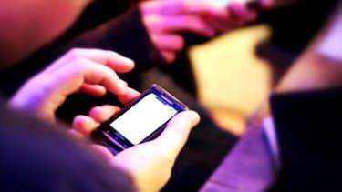 22% des 18-29 ans rompent par SMS ou par mail, selon une étude menée par le Pew Institute.