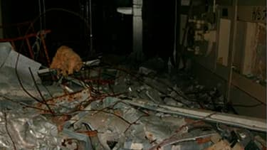 L'intérieur du bâtiment abritant le réacteur n°1 de la centrale nucléaire de Fukushima-Daiichi, gravement endommagée par le séisme et le tsunami du 11 mars. Les autorités japonaises mettent au point une nouvelle méthode pour stabiliser ce réacteur, dans l