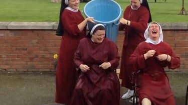 Des soeurs de la communauté des rédemptionnistes de Dublin se mouillent pour l'Ice Bucket Challenge.