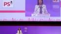 Ségolène Royal a amorcé vendredi un retour sur la scène politique lors du congrès du Parti socialiste à Toulouse, où elle a appelé l'exécutif à passer à une nouvelle phase, celle des réformes de structure. /Photo prise le 26 octobre 2012/REUTERS/Jean-Phil