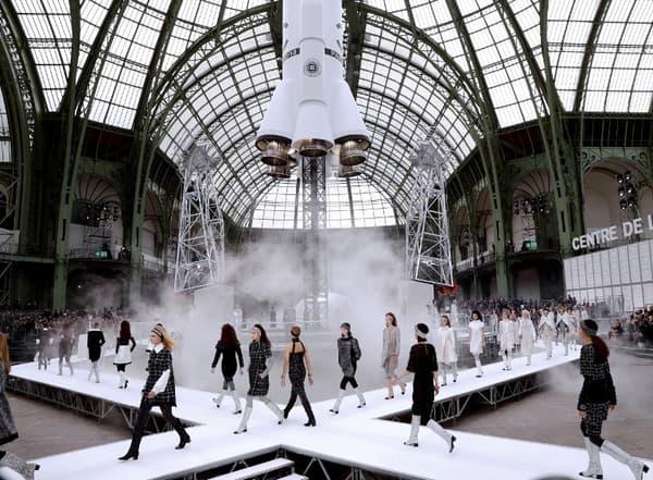 Le défilé Chanel Automne-Hiver 2017-2018.
