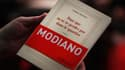 """Le dernier ouvrage de Patrick Modiano, """"Pour que tu ne te perdes pas dans le quartier"""", à la foire au livre de Francfort."""