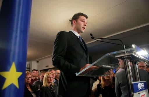 Bozo Petrov, leader du Most, qui arrive en troisième position aux élections législatives, le 8 novembre 2015 à Zagreb
