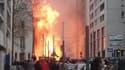 Un incendie s'est déclaré mardi vers midi dans le quartier de la Joliette, à Marseille.