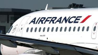 Selon le code de l'aviation civile, le commandant de bord est autorisé à emprunter de l'argent auprès des passagers.