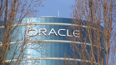 Oracle est une entreprise américaine spécialisé dans les logiciels et services informatiques à destination des entreprises.
