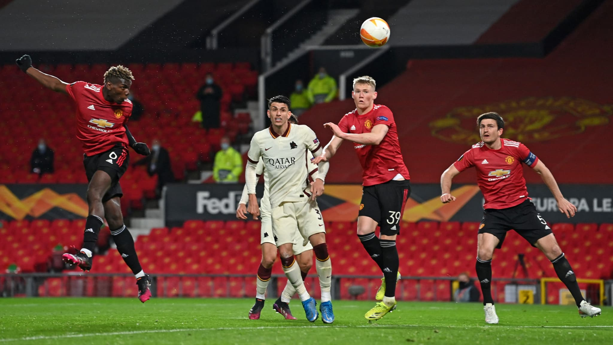 Europa League: rain of goals, Cavani ultra decisive, Manchester United  atomizes Roma in the first half | The Indian Paper