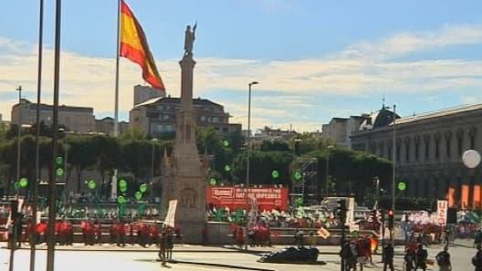 """""""Ils veulent ruiner le pays, il faut l'empêcher"""", scandent les manifestants madrilènes."""