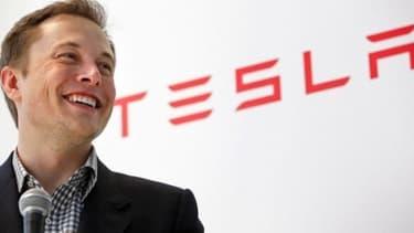 Tesla vole de sommet en sommet