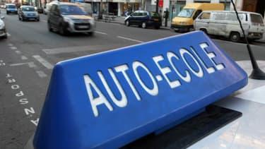 """Sur la seconde quinzaine de novembre, après l'annonce d'une """"baisse drastique"""" du permis de conduire, les auto-écoles ont vu les inscriptions de nouveaux candidats chuter."""