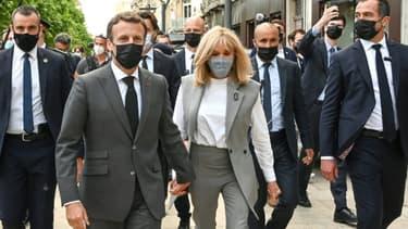 Le président Emmanuel Macron et son épouse Brigitte Macron lors d'une visite à Valence (Drôme) le 8 juin 2021.