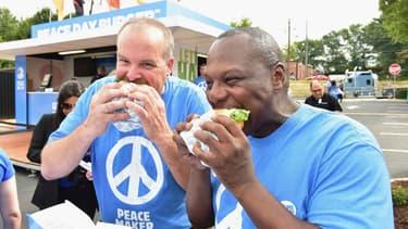 """Le """"burger de la paix"""" a été servi à Atlanta pendant une journée, le 21 septembre 2015."""