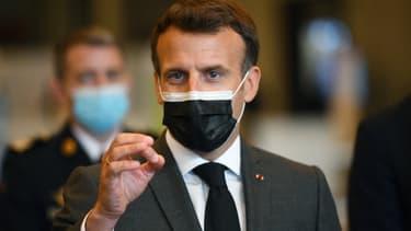 Emmanuel Macron en déplacement au vaccinodrome de la Porte de Versailles, à Paris, le 6 mai 2021