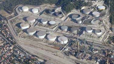 Vue aérienne du complexe pétrochimique de la Mède, dans les Bouches-du-Rhône.
