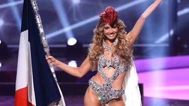 Amandine Petit le 13 mai 2021 lors du défilé en costume national pour Miss Univers