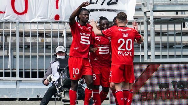 Doku et les joueurs de Rennes à Angers