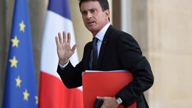 Manuel Valls a reconnu que la France ne tiendrait pas ses engagements européens, à cause des dépenses supplémentaires engagées après les attentats.