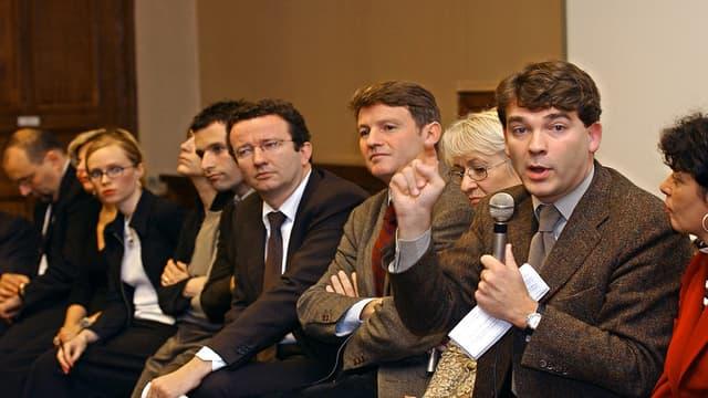 Benoît Hamon, Vincent Peillon et Arnaud Montebourg en octobre 2002 lors d'une conférence de presse.