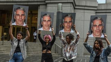 Une manifestation contre les agissements de Jeffrey Epstein.