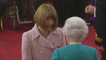 Anna Wintour, décorée par la reine Elizabeth II le 5 mai 2017.