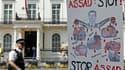 Devant l'ambassade de Syrie à Londres. Les pays occidentaux ont lancé mardi une offensive diplomatique concertée contre le régime de Bachar al Assad quatre jours après le massacre de Houla, en expulsant notamment les diplomates syriens. François Hollande
