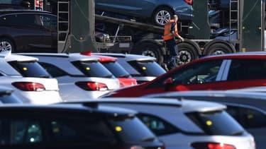 Après l'Italie et l'Espagne, la France se met aussi à l'arrêt. Les concessions sont fermées depuis hier et les premiers chiffres au niveau européen laissent présager un effondrement des immatriculations de voitures neuves.