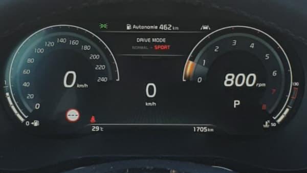 Les compteurs numériques de ce Kia XCeed, en mode sport.