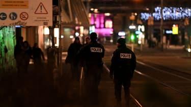 Patrouille de police dans les rues de Strasbourg après la fusillade qui a éclaté dans le centre-ville mardi 11 décembre 2018 vers 20h15