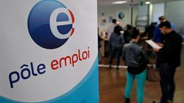 Moins d'un Français sur six (16%) pense que l'objectif affiché par François Hollande d'une inversion de la courbe du chômage en France fin 2013 peut être atteint, selon un sondage Ifop publié mercredi par l'hebdomadaire Valeurs actuelles. /Photo d'archive
