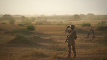 Un soldat de l'armée française dans une zone rurale à la frontière entre le Burkina Faso et le Mali, le 10 novembre 2019 (photo d'illustration)