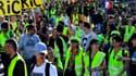 Des gilets jaunes lors d'un défilé - Image d'illustration